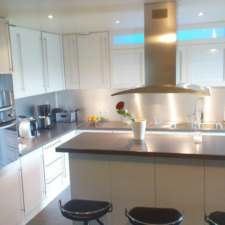plan de travail sur mesure pour votre cuisine. Black Bedroom Furniture Sets. Home Design Ideas